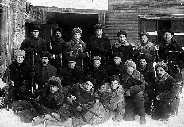 https://upload.wikimedia.org/wikipedia/commons/thumb/a/aa/Tula_destroyer_battalion_1941.jpg/600px-Tula_destroyer_battalion_1941.jpg