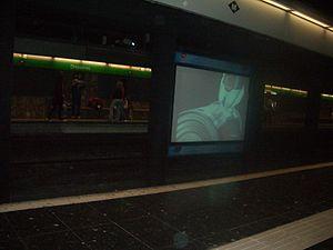 Drassanes (Barcelona Metro) - Image: Tv metro barcelona