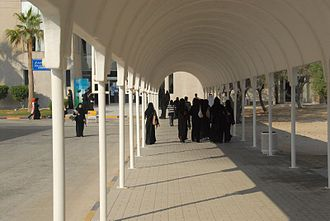 Education in Bahrain - Image: University students Bahrain
