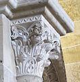 Vézelay, France, Basilique Sainte-Marie-Madeleine. Knopkapiteel in de nartex.jpg