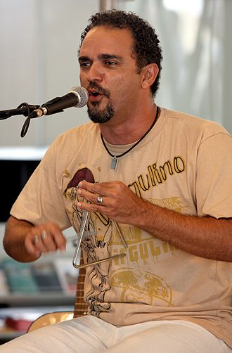 Triangle (musical instrument) - A Brazilian singer playing the triangle.