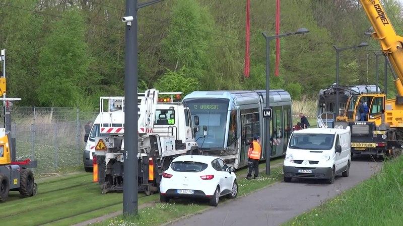 File:Valenciennes & Anzin - Déraillement de la rame de tramway n° 17 à la sortie du dépôt de Saint-Waast le 11 avril 2014 (085A).ogv