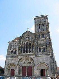 Vezelay basilique facade 01.jpg