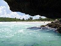 Vieques jaskyna na PlayaNavio.jpg