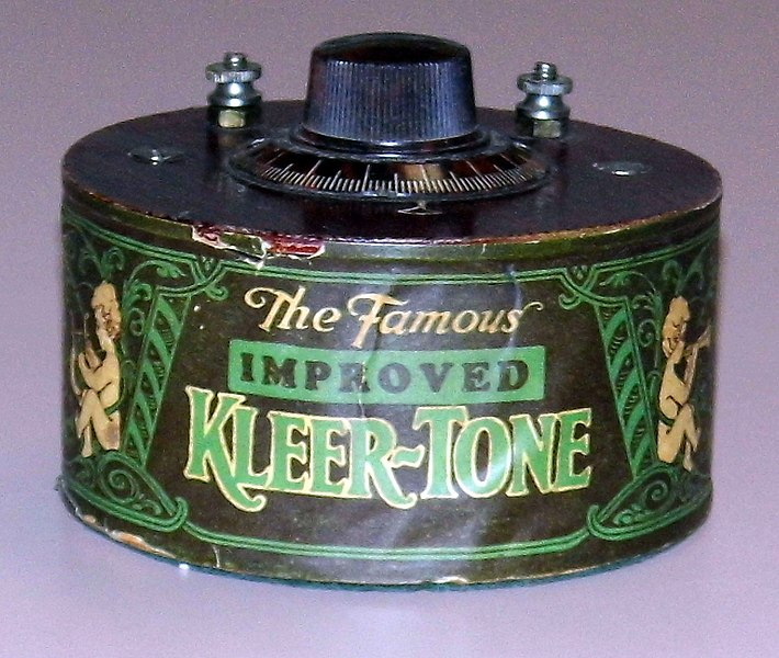 "Datei:Vintage ""The Famous Improved Kleer-Tone"" Radio Module By Research Laboratories, Inc., Des Moines, Iowa, Stated Purpose Was To Improve Radio Reception, Circa 1920s (14314066553).jpg"