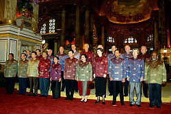 Vladimir Putin at APEC Summit in Thailand 19-21 October 2003-16.jpg