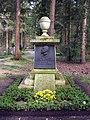 Waldfriedhof Grabstätte Georg von Vollmar u Waldemar von Knoeringen.jpg