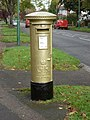 Wallington - postbox № SM6 152, Foresters Drive - geograph.org.uk - 3186506.jpg