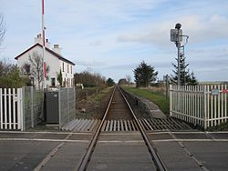 Watten level crossing and platform (13175278934).jpg