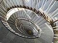 Wendeltreppe im MWK-Hochhaus 02 Blick nach unten.jpg