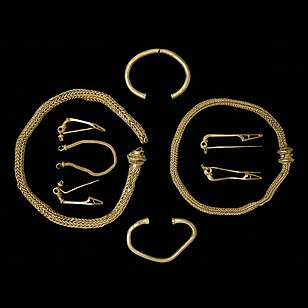 Winchester Hoard items; 75-25 BC.[23]