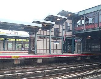 Woodside station (LIRR) - The platform at Woodside station