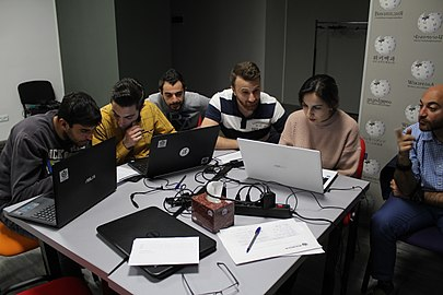 Workshop at Wikimedia Armenia office for Yerevan KASA Fondation Humanitaire Suisse, 4 April 2018 04.jpg