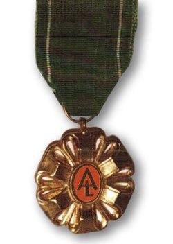 Złoty Wawrzyn (Golden Laurel) Polska Akademia Literatury (medal).jpg