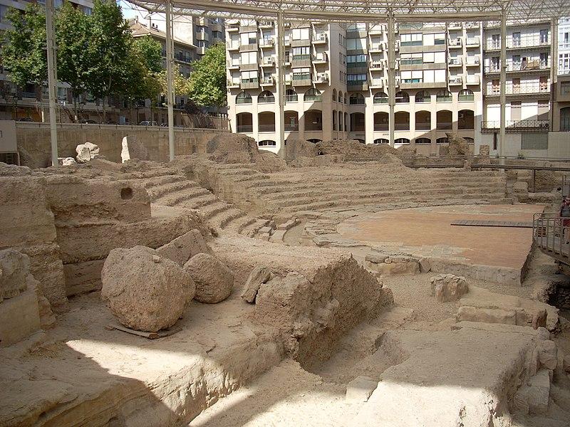 File:Zaragoza teatro romano 4.jpg