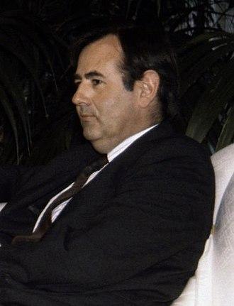 Spanish Ombudsman - Image: (Álvaro Gil Robles) Felipe González conversa con el defensor del Pueblo. Pool Moncloa. 15 de marzo de 1993 (cropped)