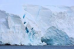 Ледник на западном побережье Земли Грейама.jpg