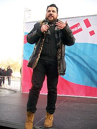 Леонид Волков на забастовке избирателей близкое фото.jpg