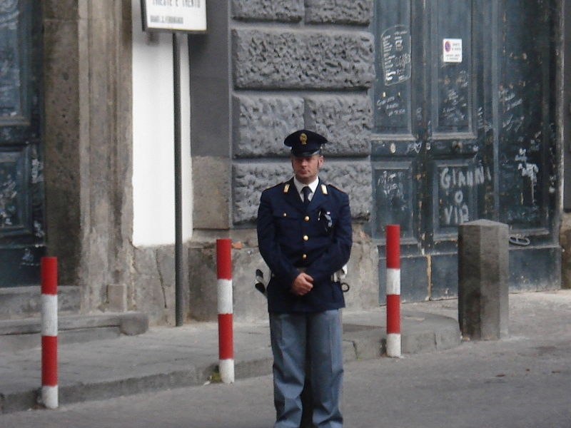 Файл:Неаполитанский полицейский.jpg