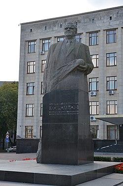 Пам'ятник С. П. Корольову — конструктору космічних ракет.JPG