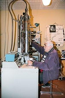 Трансмісійний електронний мікроскоп.jpg