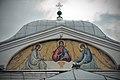 Церковь Троицы, роспись портика над входом в церковь.jpg