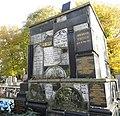 בית הקברות היהודי בקרקוב - מקבץ שברי מצבות הרוסות.jpg