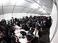 קהל ההמונים הפוקד את אוהל הרבי מליובאוויטש.jpg