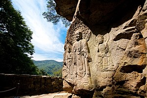 Seosan - Yonghyeon-ri Rock-carved Buddha Triad