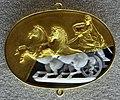 001 frammento antico con biga, calcedonio, restaurato in oro tradizionalm. da benvenuto cellini nel 1523 ca.jpg