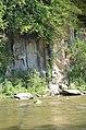02017 0982 Ufer der Oslawa in Zagorz, Fluss-Felsen.jpg