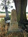 124. Dlouhé Dvory. Společný hrob 30. pruských a rakouských vojáků.jpg
