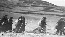 Jewish immigrants walk to Palestine, 1930