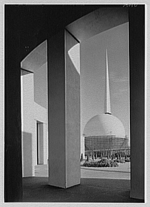 1939 New York World's Fair - Trylon, Perisphere and Helicline photo by Sam Gottscho
