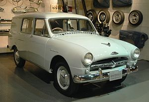 Central Motors - Image: 1956 Toyopet Masterline Van 01