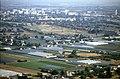 197L13180890 Blick vom Donauturm, Blick Richtung Großfeldsiedlung, Bildmitte Donaufelderstrasse, Baubeginn VEDMED.jpg