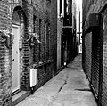 2005-07-10 - London - small alleyway (4887344971).jpg