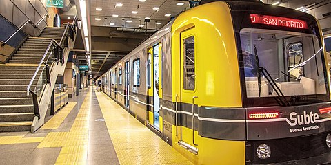 200 Series rolling stock at San Jose de Flores station, Buenos Aires Underground. 200 Series at San Jose de Flores.jpg