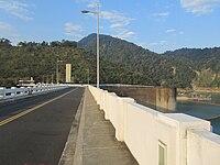 20120130嘉145-1鄉道上看大壩紀念碑.JPG