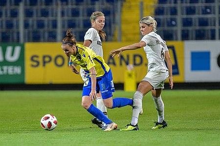 20180912 UEFA Women's Champions League 2019 SKN - PSG Enzinger Hegerberg 850 5219.jpg
