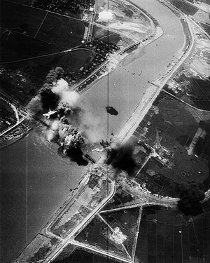 Operation Linebacker - VA-195 A-7E bombing the Hải Dương bridge, 10 May 1972