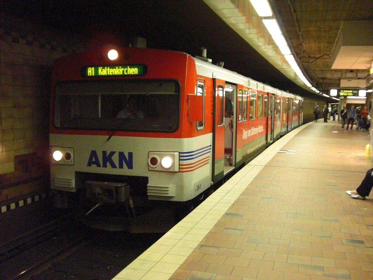 1280px-AKNTunnelbahnsteig.JPG