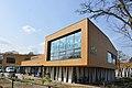 "A modern schoolbuilding de Tender at Dieren ""Het Rhedens"", just beside the fire brigade building - panoramio.jpg"
