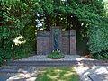 Abschlußdenkmal des sep. Friedhofs Mennoitenfriedhof Holstenkamp (1).jpg