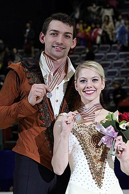 Alexa Scimeca and Chris Knierim at the 2016 Four Continents Championships - Awarding ceremony.jpg