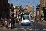 Amsterdam, přjíždějící tramvaj III.jpg