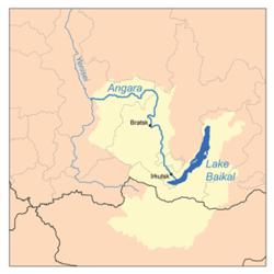 אגן הניקוז של נהר האנגרה שחלקו הצפוני ברוסיה והדרומי במונגוליה מסומן בצהוב ובמזרחו ימת באיקל