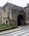 Angle nord-est de la porte Saint-Louis, Dinan, France.jpg