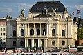 Ansicht vom Bellevue auf das Opernhaus Zürich, im Vordergrund die Absperrungen zum sich noch im Bau befindlichen Sechseläutenplatz 2013-08-31 18-27-42.JPG