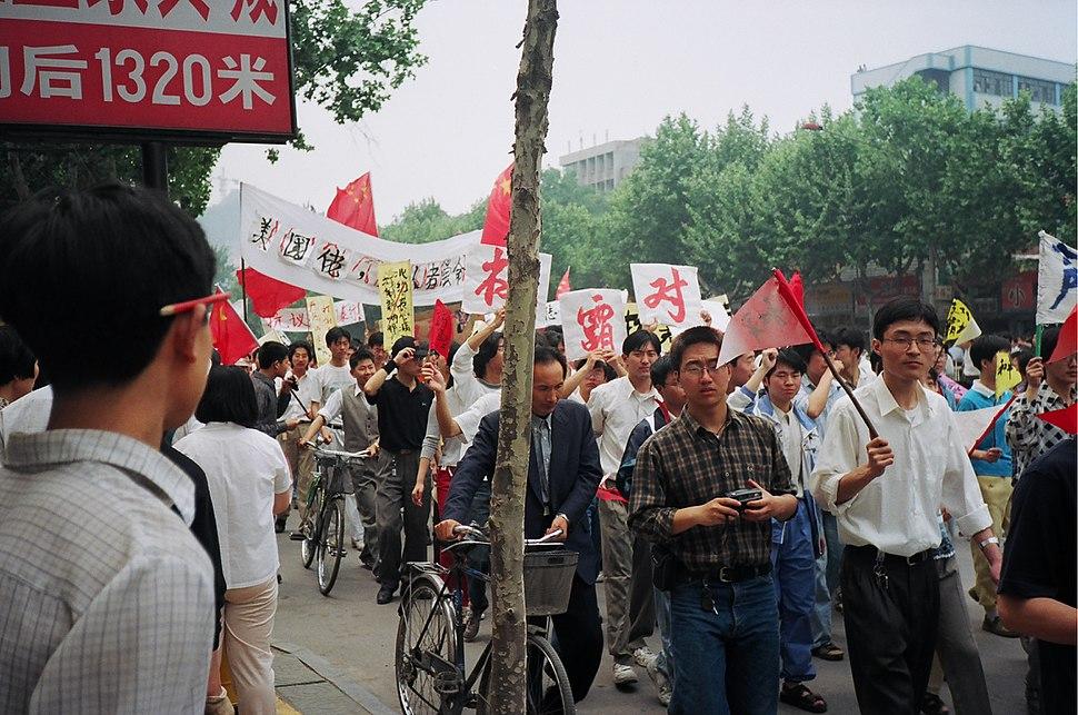 Anti-American Protests in Nanjing, 1999 (flickr 2543499638)